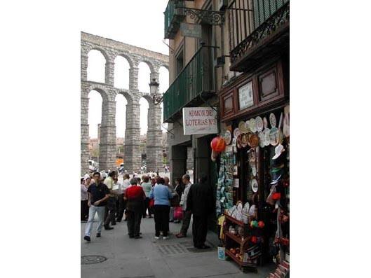 Un acertante gana en Segovia  255.000 euros en El Euromillones