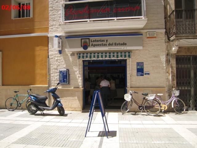 Un acertante gana en Gandia  64.000 euros en La Bonoloto