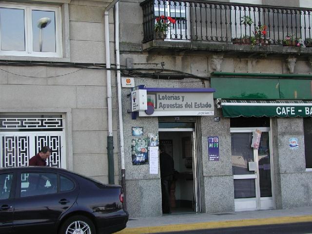 Un acertante gana en Marín  83.000 euros en La Bonoloto
